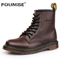 1779c986c8 Botas de inverno Mulheres Moda Ankle Boots De Couro Martin Mulheres Sapatos  de Trabalho Preto Rodada Toe Sapatos Femininos Mais 35-44