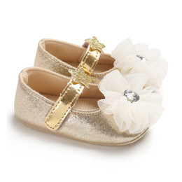 China 1 Pair 11-13CM Toddler Indoor Baby Girl First Walker Soft Soled Flower Decoration Loop Soft Shoes for Walking Wedding supplier flower for decoration wholesale suppliers