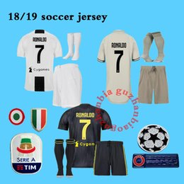 Los sistemas completos del kit del jersey 2019 ronaldo Juventus juve de  DYBALA de la mejor calidad DYBALA de los jerseys del fútbol de HIGUAIN con  los ... 91f9cb5c91a83