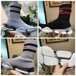 888fa18d83dcd 2018 VETEMENTS SS CREW UNISES Sock Trainer Running Shoes CN3307 Luxury Brand  Casual Shoes Socks Red Black Stretch Mesh Sneakers