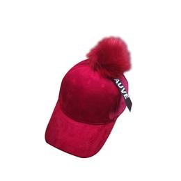 2018 para mujer Retro Hip Hop Dad sombreros de piel sintética Pom Pom Ball  Gorras de béisbol para damas Vintage Gorras Gorra de punto Trucker Cap  Casquette beaf29b7aea5