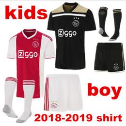 ccf9d1f3a KIT DE NIÑOS 2018 2019 Ajax FC camiseta de fútbol para niños Huntelaar  ZIYECH Dolberg NERES SCHONE 34 Nouri 18 19 Camiseta de fútbol de niños  negros de ...