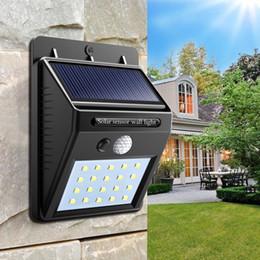 Venta al por mayor de Luz solar impermeable 20 LED de luz solar para exteriores con sensor de movimiento inalámbrico Lámpara de energía solar Jardín Cubierta de jardín Terraza Luz de noche de seguridad