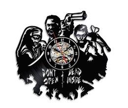 Handgemachte Walking Dead Thema Wand Dekor Vinyl Uhr (Größe: 12 Zoll Farbe: Schwarz) im Angebot