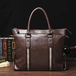 Wholesale ETONWEAG Famous Brands Vintage Leather Briefcases Men Messenger Bags England Style Brown Business Briefcase Lawyer Laptop Bag