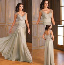 Venta al por mayor de Vintage gasa una línea de madre de los vestidos de novia Sexy con cuello en v apliques de encaje madre fiesta vestidos por encargo