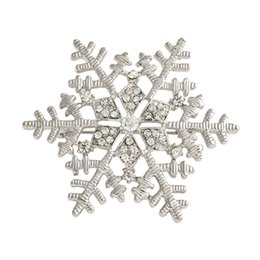Discount snowflake clip - Fashion Crystal Christmas Silver Snowflake Brooch Rhinestone Women Brooches Mujer Scarf Clip Girls hijab accessories X08