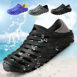 Men Beach Clogs Canada - New Men Spring Summer Beach Waterproof Clogs Slippers Fashion Hole Shoe Outdoor Garden Comfortable Sandals Quick Drying Breathable Mesh Shoe