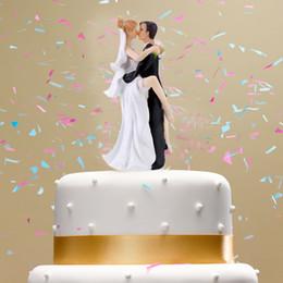 $enCountryForm.capitalKeyWord NZ - Synthetic Resin Wedding Cake Topper Bride & Groom Hug And Kiss Romantic Wedding Party Decoration Adorable Figurine Craft Gift High Quality