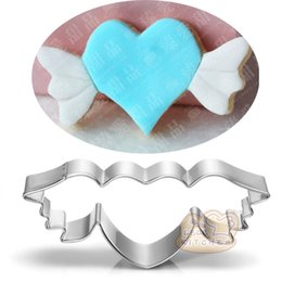 Sandwich Cutter Heart NZ - 10pcs Fly Heart cookie cutter wedding Metal biscuit tool Fruit die cut Sushi stamp sandwich mold baking cake pastry cupcake topper