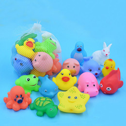 Wholesale Mixed Animals Swimming Water Toys Colorful Soft Floating Rubber Duck Squeeze Sound Squeaky Bathing Toy For Baby Bath Toys