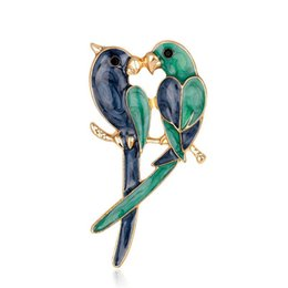 China Christmas Brooches Enamel Love Birds Pins For Women New Fashion Gold Plated Parrot Brooch Cloth Accessory suppliers