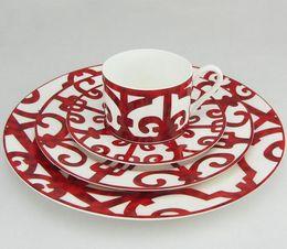 Spanish Eisen Fenster Teller Sätze Porzellannahrungsplatten keramisches Geschirr Essgeschirrsätze Steak Plattenpaket von 4 im Angebot