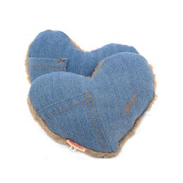 $enCountryForm.capitalKeyWord NZ - New design Heart Shaped Denim Pet Dog Plush Squeaky Toy Dog Chews Puppy Teething Toys Pet Supplies