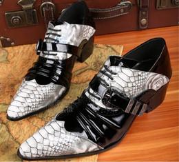 2017 nuevos hombres de diseño, zapatos de cuero genuino, zapatos de charol de piel de serpiente oxford de moda para hombres, zapatos de estilo británico, tacones en venta