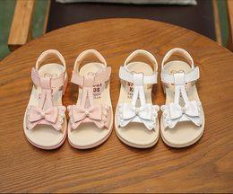 Прекрасные девушки квартиры сандалии летняя обувь розовый крем