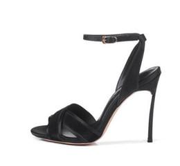 bf356dabf2 Mais novo concis 10 cm fina sandálias de salto alto mulheres fivela de  cinta dedo aberto Stiletto night club party dress shoes preto vermelho