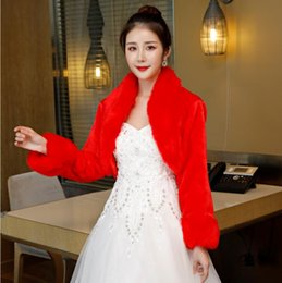 Discount fur coats for wedding dresses - Faux Fur Long Sleeves Wedding Jacket Wraps Bridal Bolero Wedding Cloak Stand Collar Women Winter Wedding Cape Wrap Shrug