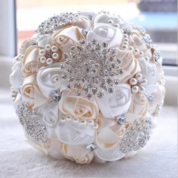 roses crystal NZ - 20cm Artificial Wedding Bridal Bouquets with Handmade Flowers Pearls Crystal Rhinestones Rose Wedding Supplies Bride Holding Brooch Bouquet