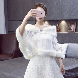 Beaded Wedding Jacket White NZ - 2018 Elegant Faux Fur Shawls and Wraps Bridal Lace Wedding Jacket Beaded Winter Shoulder Capes Stoles Bolero Mariage Wedding Accessories