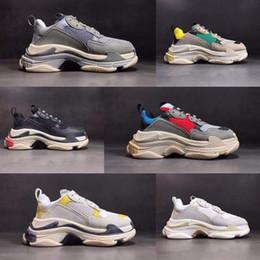 on sale e9a61 59b5a 2018 chaussures de designer Paris 17FW Sneaker Triple S Triple S Casual Chaussures  de luxe pour papa de luxe pour les hommes Beige Black Sports Tennis ...
