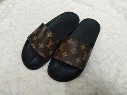 Gear best online shopping - 2018 NEW Designer slipper Gear bottoms mens striped sandals causal Non slip summer huaraches slippers flip flops slipper BEST QUALITY