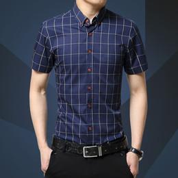 14065b97f5 Camisa a cuadros Camisa a cuadros con mangas cortas para hombres nuevos de  moda casual (azul marino