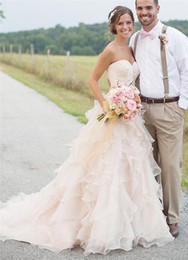 $enCountryForm.capitalKeyWord NZ - Sexy Blush Tiered Organza Country Style Wedding Dresses Sweetheart Lace Applique Court Train Backless Garden Bridal Gowns Custom Made
