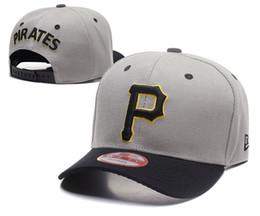 Venta caliente Venta al por mayor superior clásico de compras en línea  Piratas de Pittsburgh Street Fitted Sombrero de moda P Letras Snapback Cap  Hombres ... 332828e4ad2f