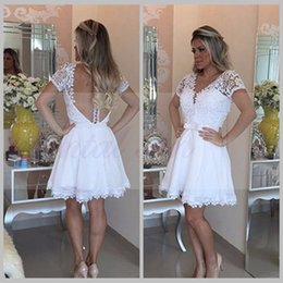 $enCountryForm.capitalKeyWord NZ - Robe Cocktail 2017 Short Homecoming Dresses White Lace Beaded Sexy V-neck Illusion Backless Knee Length A-line Party Dress vestido curto
