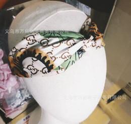 Venta al por mayor de Nuevas letras creativas de 1710 Banda cruzada para cabello Primavera y verano Versión coreana del ancho de banda elástico femenino Versión de The Color Headband