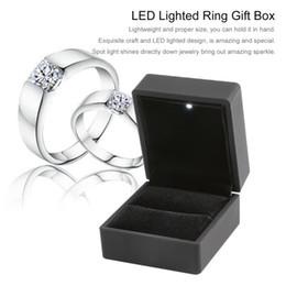 Display a forma di anello di orecchini a LED con anello di fidanzamento