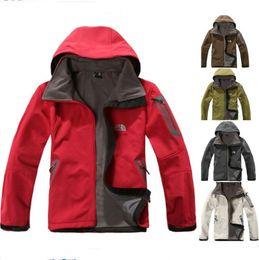 Chaqueta de invierno de los hombres del otoño el norte de los hombres del diseñador de lana polar Windbraker cara impermeable capucha de la chaqueta al aire libre casuales Chaquetas de lana Softshell en venta