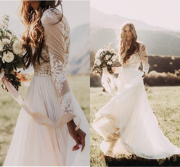 Venta al por mayor de Vestidos de boda del país bohemio con mangas largas escarpadas Bateau cuello una línea de apliques de encaje gasa Boho vestidos de novia baratos