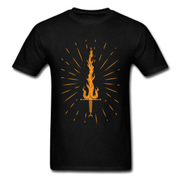 Elegante hombre camiseta Fire Sword Cool Black Tee Shirts 2018 Sparing Manga corta Custom Team Tops Patrones retro