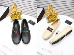fc4bd48eb 2017 Homens Sapatos de Condução Italiano Casual Mocassins Brancos Vermelhos  de Luxo Da Marca Plana Sapatos de Grife Homens de Alta Qualidade Tamanho  38-45