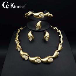 Toda vendaHot Moda Africano de mulheres conjuntos de jóias de casamento Nupcial Dubai contas de Ouro Branco exagerar Colar Bangle borla brincos anel venda por atacado