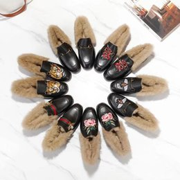 China huweifeng4 Letter Quality Top Flowers Snake Metal Buckle Fur Flat shoes Cowhide leather Woman embroidery Bee Tiger casual Shoes With supplier snake flowers suppliers