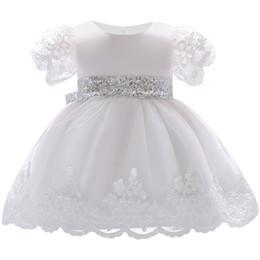 8a0d9c096 Vestido blanco del bautizo del satén online-2018 Baby Girl Dress de encaje  blanco vestidos