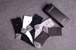 Stockings Box Australia - Contrast Color Monochrome Socks High Quality Boxed Popular Logo Socks 5 Pairs Packaging T Letter Men Business Stocking