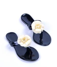 00b1ba9e Nuevas zapatillas de flores de verano para mujer sandalias de mujer  zapatillas sandalias de pvc Camellia Jelly Shoes zapatos de playa