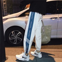 Ingrosso Pantaloni caldi di sport degli uomini sottili caldi di modo degli INS pantaloni antivento casuale dei pantaloni degli uomini tre di streetwear dei pantaloni tre colori facoltativi trasporto libero