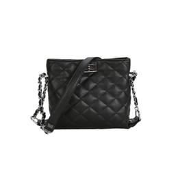 EMARALD 2018 Female Fashion Handbags Soft Geometric Bohemia Beach Crossbody  Bags For Women Lock Dames Tassen 67b4b6c481dcd