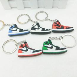 5pcs / lot simulation créative 4.5 * 3cm chaussures en caoutchouc breloques pendentif porte-clés 3D porte-clés, accessoires de sac de voiture en Solde