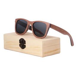 Wholesale 2018 factory direct sale hot skateboard wooden sunglasses can customize the LOGO bamboo and wooden sunglasses