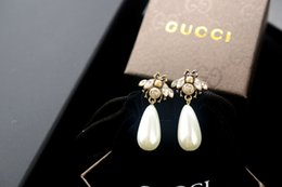 $enCountryForm.capitalKeyWord NZ - New arrival Factory Price High Quality Luxury Letter Pearl diamond Stud Earrings Fashion Bee insect metal Pearl earrings With Box