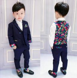 Venta al por mayor de Niños Traje de boda formal Estilo europeo Niños de las flores Blazer Chaleco Pantalones Traje Niños delicados Esmoquin floral Blazers