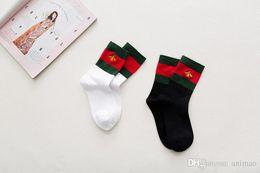 $enCountryForm.capitalKeyWord Australia - 2 Colors Cotton Brand Embroidery Sport Socks Two Tone Sport Fashion Bee Stockings Red Green Female Christmas Stocking Hip Hop Casual Socks