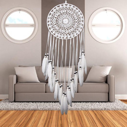 Venta al por mayor de Ecoration Crafts Wind Chimes Decoraciones colgantes Blanco Dream Catcher Indian Style Feather Handmade Dreamcatcher Wall Hanging Ornament Hom ...
