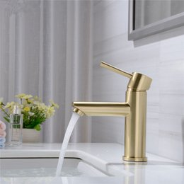 $enCountryForm.capitalKeyWord Australia - Solid Brass Bathroom Faucet Hot & Cold Water Tap Deck Mounted Install Single Handle Sink Tap Brushed Gold & Black